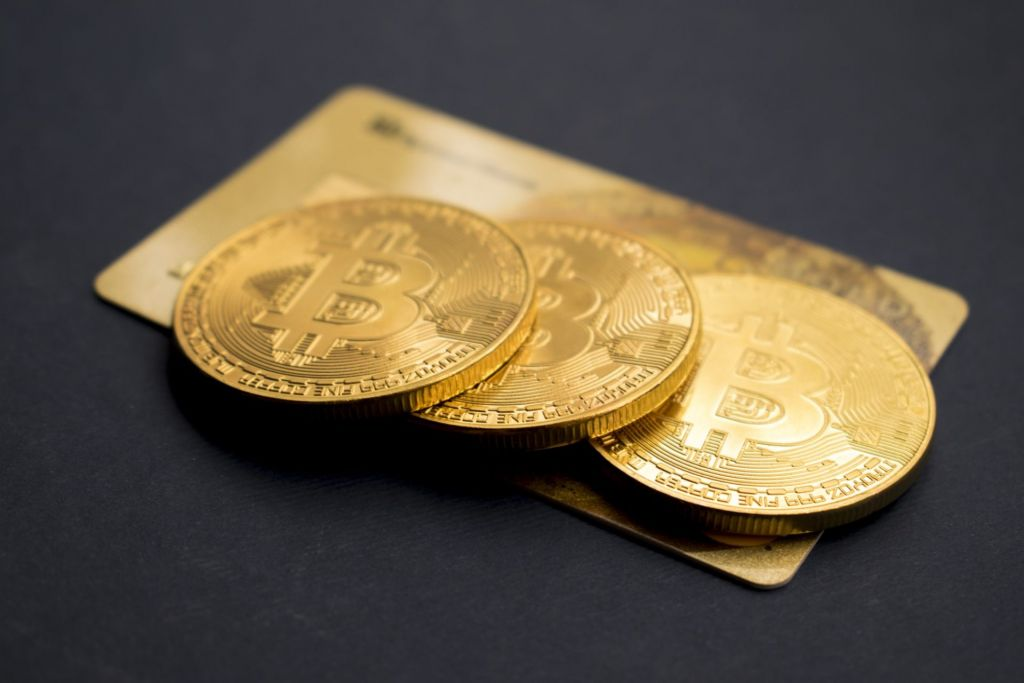 Worry for Continual Bitcoin Improvement Triggers as Frenzied Gold Sell-off Starts 1