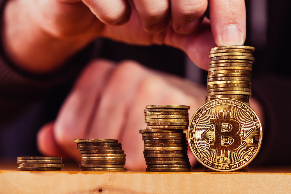 """Bitcoin Expert Sees """"Buildup Signals"""" as Price Eyes Outbreak 11"""