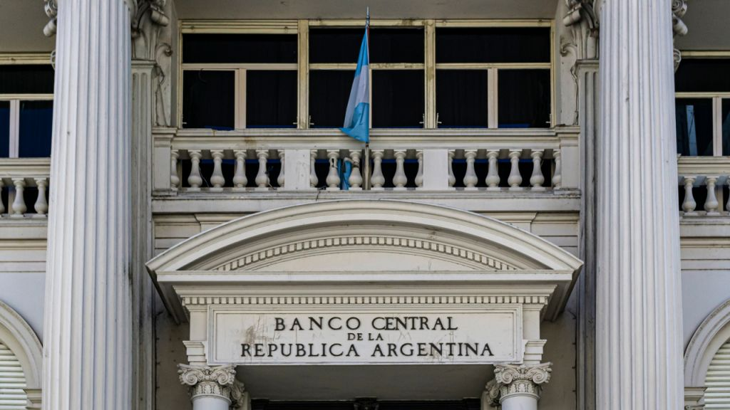 Argentinian Reserve Bank to Raise Freeze on Financial Institution Charge Rises: Establishes the Ceiling for Future Walks at 9% 2