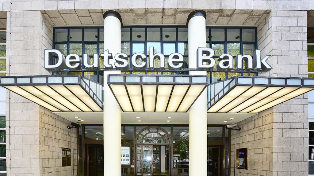 Deutsche Financial Institution: Capitalists Progressively Select Bitcoin Over Gold to Hedge Buck Threat, Rising Cost Of Living 9