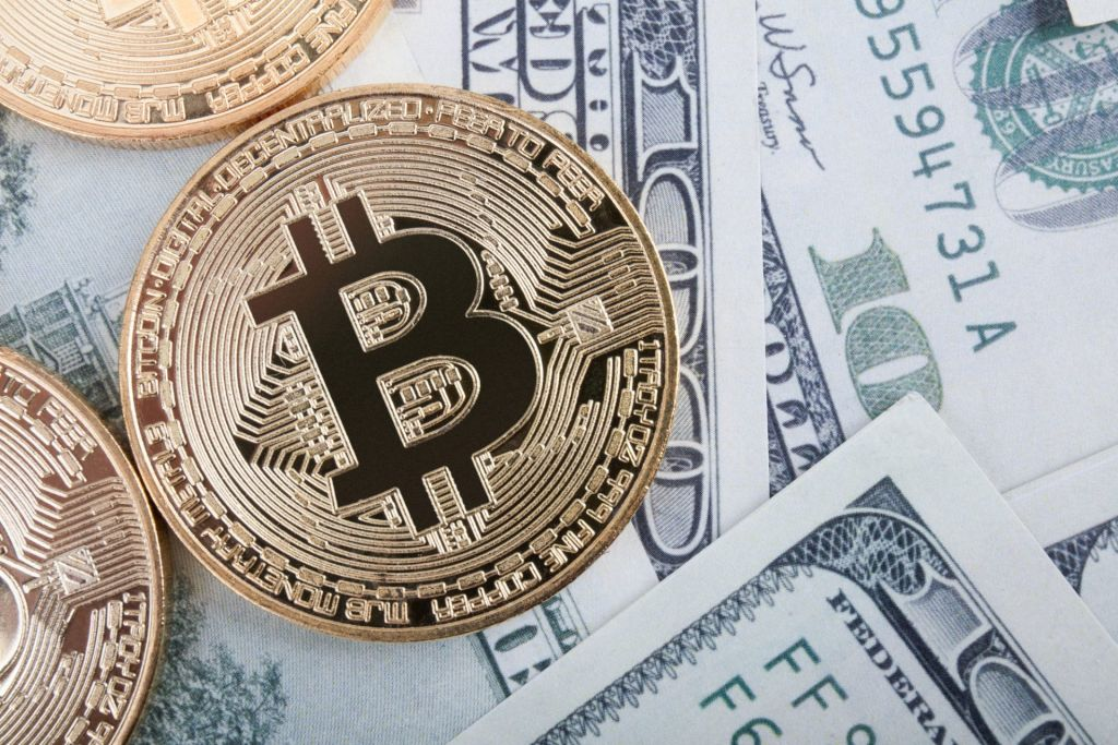 Favorable Bitcoin Disregards The Buck's Significant Rebound 1