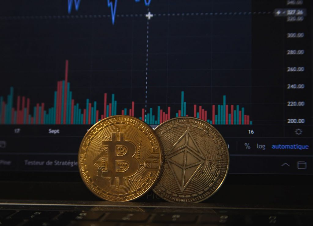 Bitcoin Jumps as $6.4 B in Alternatives Run Out, Institutional Getting Reduces: What's Following? 1