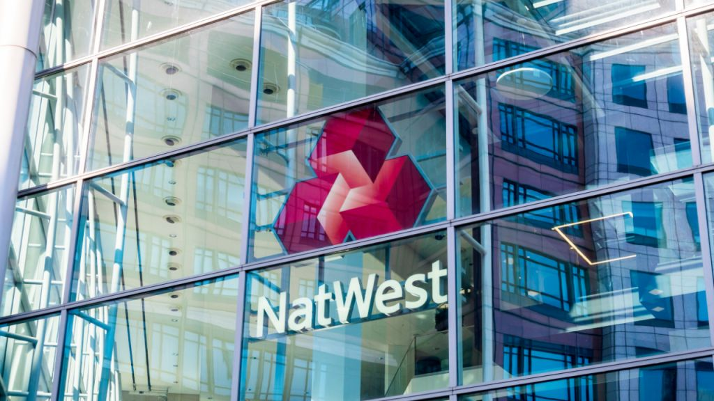 After Barclays as well as Santander, UK Financial Institution Natwest Blocks Settlements to Binance-- Information Bitcoin Information 1