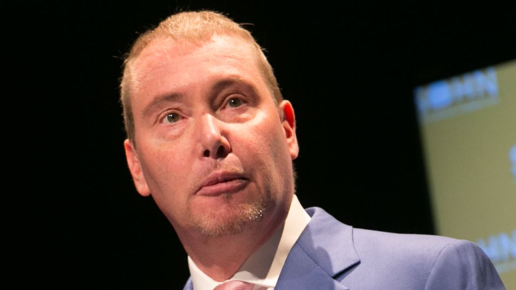 Billionaire Fund Supervisor Jeffrey Gundlach Convinced Bitcoin Will Loss Listed Below $23K, United States Buck Is 'Doomed'-- Markets and also Costs Bitcoin Information 1